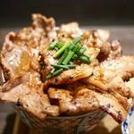 炉端のぬる燗 佐藤 - 豚丼・大 (上から)