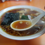 青島食堂 - 香り高い生姜醤油スープ