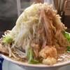 ラーメン 大 - 料理写真:ヤサイ増しのニンニク、味濃い目