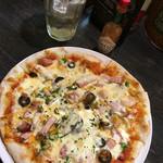 CAFE MOJAVE - ミックスピザ! チーズ増し増し(^^)