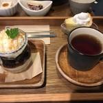 Cafe こはるぞら - デザートセット  カフェオレプリンと珈琲ゼリーのミニパフェ  ほうじ茶  シフォンケーキはサービスで付いてくるようです(^0^)b  ミルキーのような味のホイップにぞっこん♪  2016/12/11