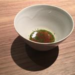 59990054 - 牛テールの濃縮スープ。煮詰めた旨味と骨髄からのトロリとした食感。この量が適切。やっと温かいもの。