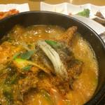 壺 - カムジャタン。じゃがいもゴロゴロ牛出汁スープ。辛おいしい。