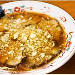 吾衛門 - チャーシューメン 800円 煮干し&醤油に多めの油、絶妙なバランスうまうまラーメンです♪