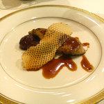 6637 - 前菜 フォアグラ・蜂蜜と黒胡椒のソース