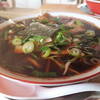 中華そば 八平 - 料理写真:中華そば680円スープは黒いしょうゆベースであっさり甘めで香油がないのですっきり系で提供温度はもうすこしだなぁ