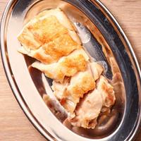 網走ホワイトチキン。シンプルな味付けの鉄板焼きだからこそ