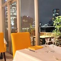 ランチタイムは明るく&ディナーは夜景を楽しみながら
