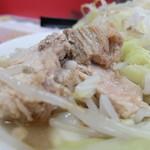 ラーメン二郎 - 豚の厚み