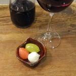wine no Ruisuke - バードマンデキャンタ1,600円+税、お通し300円+税