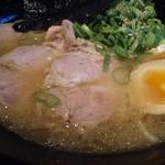究極ジェイズラーメン - 料理写真:J'sラーメン 豚骨スープが飲みやすくなった