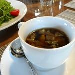 レストラン コンテッラ - きのこ等、具もたくさんのスープ