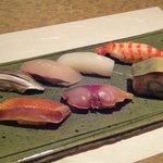 すし秀 - 料理写真:握り 上段:こはだ・しまあじ・すみいか・車海老 下段:金目鯛の漬け・さばの漬け・さば寿司