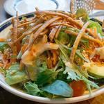 肉が旨いカフェ NICK STOCK - 野菜も食べんとね! 『ニューヨークサラダ』を注文。