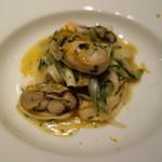 リストランテ プリマヴェーラ - 牡蠣とネギのリングイネッティ・ボッタルガ添え