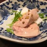 う越貞 - 北海道の綺麗な鮟肝と蕪を牡蠣のオイルで