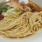 神保町 黒須 - 粒感のある麺。のびがある。