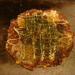 ドミング - 料理写真:ミックスお好み焼き950円にコーン、もちのトッピング