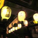 ろばた焼 玉秩父 - 店内は相撲取りの提灯で一杯!