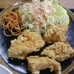 魚八 - 鶏ムネ肉の唐揚げ ガーリックパウダーの香ばしさが利いてます
