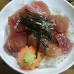魚八 - 醤油の漬かり方は浅め ご飯は丼になみなみ