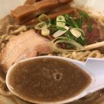 麺商人 - 極濃煮干し中華スープが濃厚