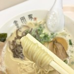 金田家 - 麺(某フォロワーさんのカメラアングルで)