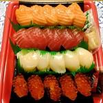 コストコ - にぎり寿司20貫 1680円 サーモン・マグロ・ホタテは変わらず、イカがイクラにグレードアップ。