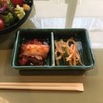 黒毛和牛焼肉ぜん池袋 - キムチ&もやしナムル!