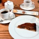 フランス食堂 LA CARAPACE - コーヒーと焼き菓子(+200円)、コーヒーとデザート/タルトタタン(+500円)