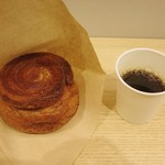 カスタード ラボ トウキョウ - イートインのコーヒーサービス。