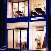 白と青を基調にした4階建1軒家レストラン♪フロア貸切も◎