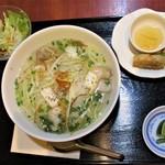 ニャーヴェトナム - ランチセット(たっぷり魚介のフォー)