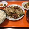 楼蘭 - 料理写真:ホイコーロー定食。お盆がいい味を出している。