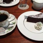 香月珈琲店 - ケーキセット。ケーキはクラッシックガトーショコラ