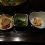 秋田きりたんぽ屋 - いぶりがっこ・小松菜のナムル・青菜のタラバ風味