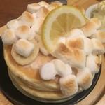 60290256 - 焼きマシュマロとレモンチーズのバナナパンケーキ(バニラアイス付き)