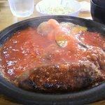 牛吉 - トマトソースハンバーグ 990円