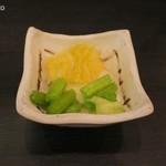 とんかつ 勝 - 定食の漬物、白菜が美味い