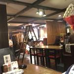 ヤキトリ ダルム屋 - 店内の雰囲気