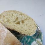 デイライトキッチンオーガニック - オーガニックの蜂蜜と摂氏100 度以下で加熱殺菌したパスチャライズ牛乳を使用したほんのり甘い味のするパンです。