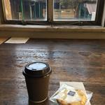 トラベリング コーヒー - ブレンドコーヒー300円とSARASAのクッキー200円