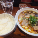 60349683 - 炙り肉の濃口醤油ラーメンと白ご飯