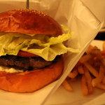 ファンゴー - クラシックハンバーガーのregular 1200円