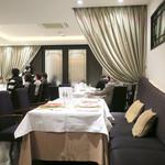 重慶飯店 麻布賓館 - 奥に個室
