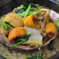 一番人気! 料理長特製・天然鮑と雲丹の土鍋御飯