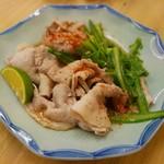 立ちのみ 賀花 - 名物豚皿(380円)
