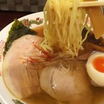 電撃屋台 クラッシュ - 1612 電撃屋台クラッシュ 魚介中華そば@690円 麺リフト