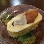 川長 - 「うまき玉子」(1,300円)4つのうちの1つに生姜と大根おろしをのせて。