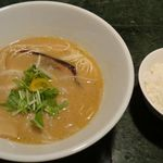 かぞく亭 - 鶏白湯醤油。かぞく亭(三重県伊賀市)食彩品館.jp撮影